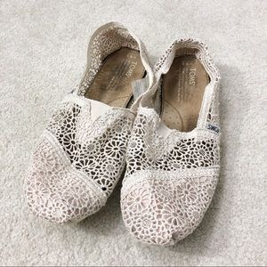 TOMS off white lace slip on flats shoes